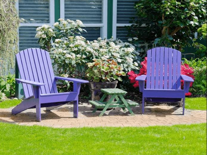 Gekleurde tuinstoelen uit steigerhout