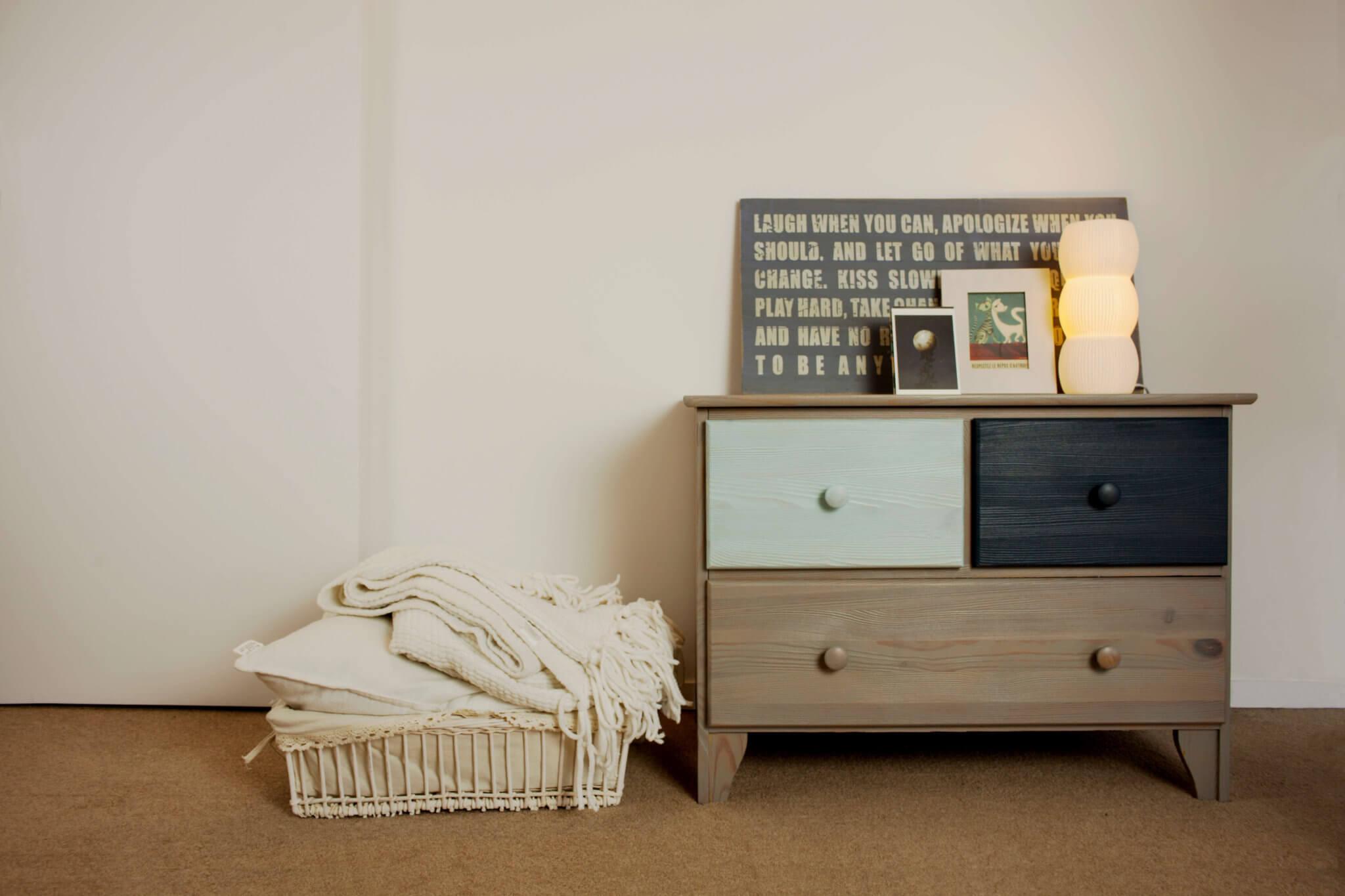 Comment nettoyer le teck restaurer les couleurs d for Nettoyer meuble teck