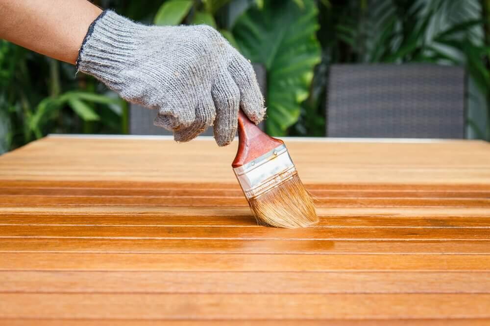 Houten tuinmeubelen onderhoud bescherming xyladecor blog for Houten trap behandelen